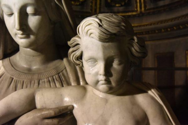 La Vierge à l'Enfant, pendant restauration (COARC, Jean-Marc Moser, Ville de Paris)