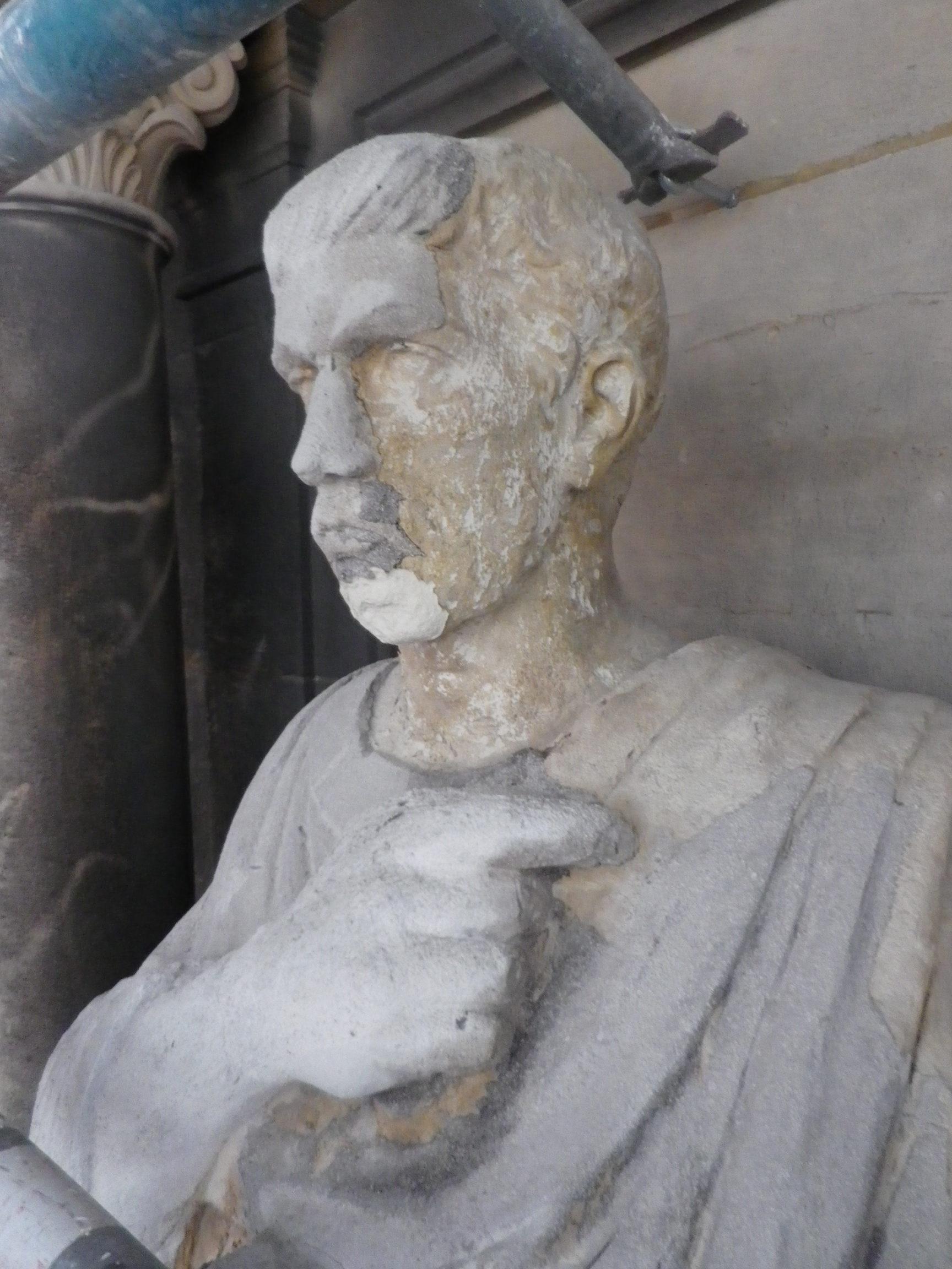 Statue de Saint-Augustin, avant restauration