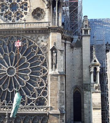 Dépose des 16 statues de la flèche de la Cathédrale