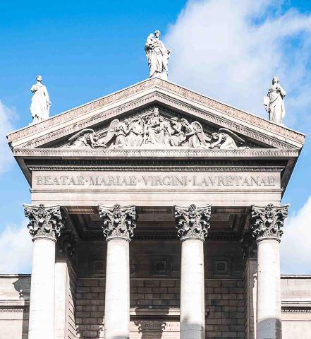 Une architecture inspirée du modèle des basiliques romaines