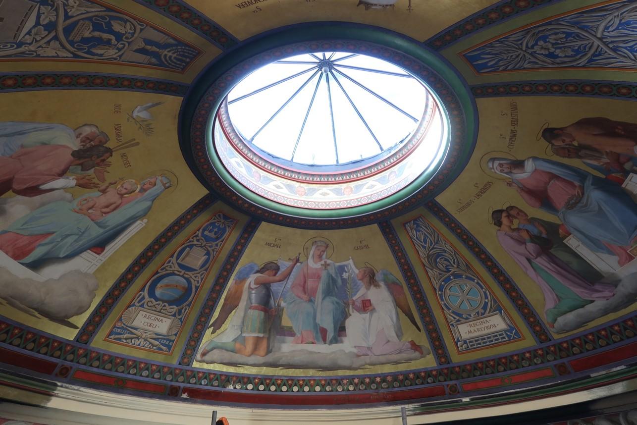 Occulus de la chapelle de la Vierge - Notre-Dame-de-Lorette