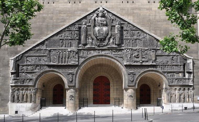 Façade de l'église Saint-Pierre de Chaillot